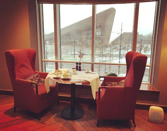 Rotterdam Marriott Hotel: View from breakfast area