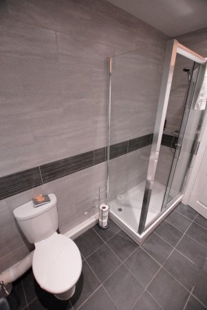 Hen-Dy Guesthouse: our newly fitted bathrooms