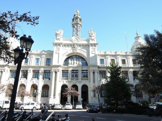 Edificio de Correos y Telégrafos: 白く輝く中央郵便局