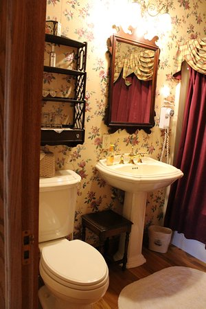 Ephrata, PA: Victorian Rose bathroom
