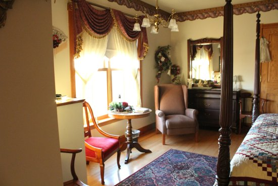 Ephrata, PA: Victorian Rose bedroom