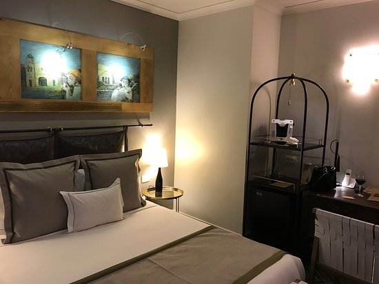 The Rothschild Hotel - Tel Aviv's Finest: Really cozy and boutique hotel. The bathroom supplies are super! Breakfast is great as well. Gue