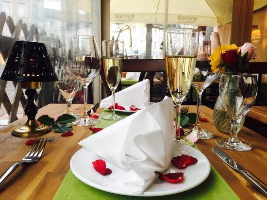 Hilden, Germany: Valentinstag Vorbereitungen