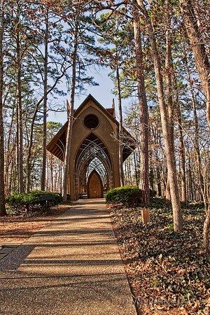 Bella Vista, AR: The walk up to the chapel
