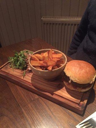Kippen, UK: Burger and chips