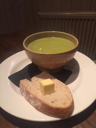 Kippen, UK: Pea and garlic soup