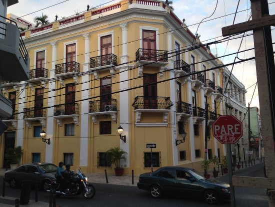 Antiguo Hotel Europa: The hotel from the street.