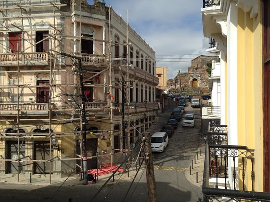Antiguo Hotel Europa: View of the street and ruins of the St. Francis Monastery from Room 209.