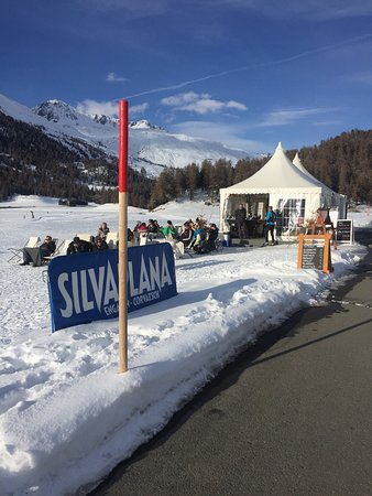 Silvaplana, Suíça: Auch das ist Engadin, 4km von Ski WM und White Turf Rummel entfernt die pure Ruhe, coole Musik,