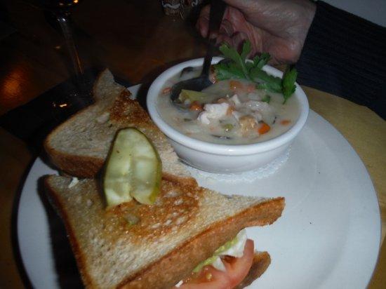 Courtenay, Kanada: BLAT SANDY AND CHOWDER