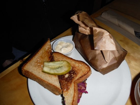 Courtenay, Kanada: REUBEN AND KETTLE CHIPS