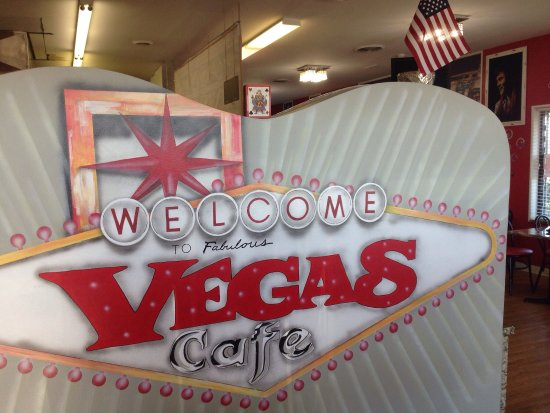 Schererville, IN: Arrive hungry, big delicious portions and a heap of vegas decor