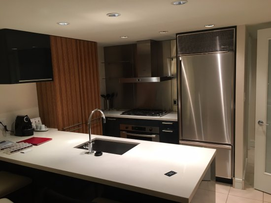 L'Hermitage Hotel: Full kitchen also fully furnished with everything you need to cook and eat!