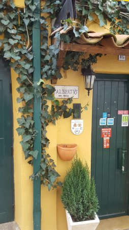 Abrantes, Portugal: Entrance at Rainha Santa Isabel restaurant