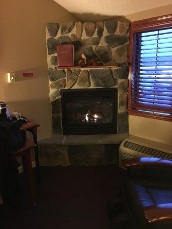 Fireside Inn & Suites: photo2.jpg