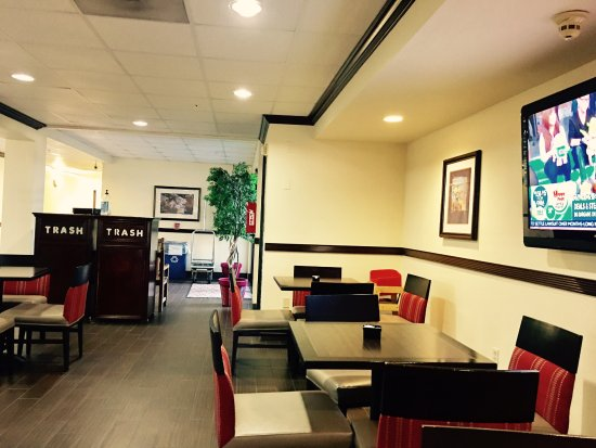Comfort Suites - Near the Galleria: Lobby where hotel breakfast is served.