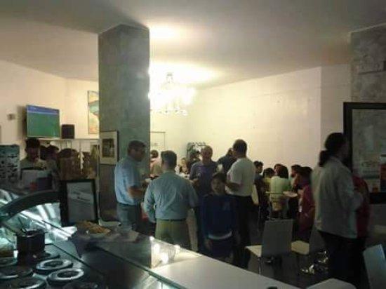 San Secondo di Pinerolo, Włochy: Gelateria Caffetteria Piazza Europa