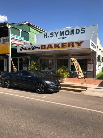 Barcaldine, Australia: New location between the Commercial Hotel and Vinnies