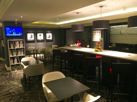 Le Meridien Piccadilly : Club lounge - great for breakfast and happy hour.