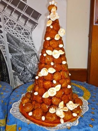 Nerang, Australia: Croquembouche with Icing roses