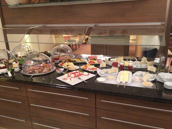 Brühlerhöhe: Sumptuous breakfast buffet