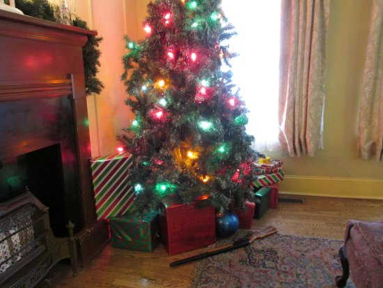 a christmas story house tree and bb gun
