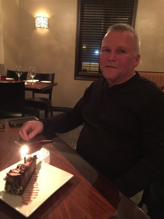 Cambridge, Canada: Dinner in front of the fire place and special Birthday desert