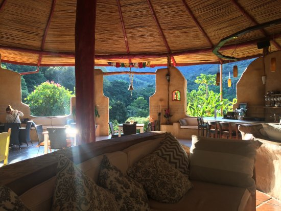 Rio Chirripo Retreat: Morning view from the main house.