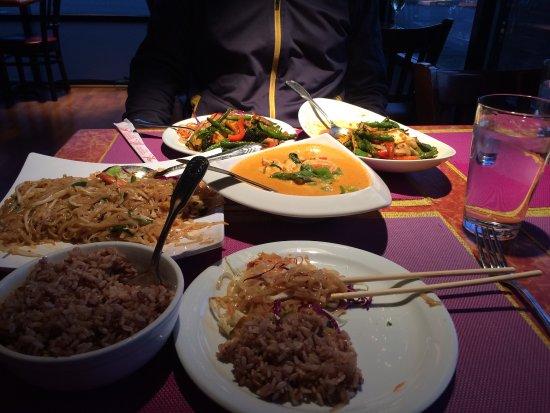 Iyara Thai Cuisine: photo0.jpg