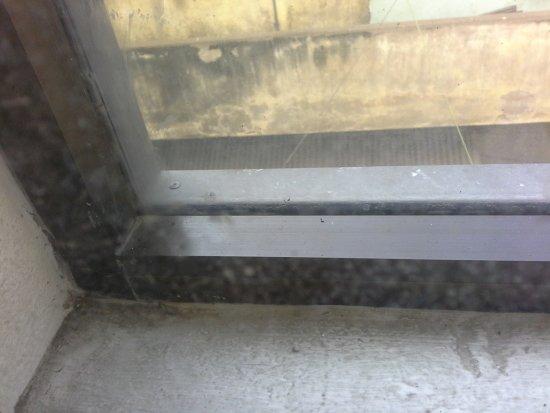 Diamond Hotel: Weiteres verschmutzes Fenster