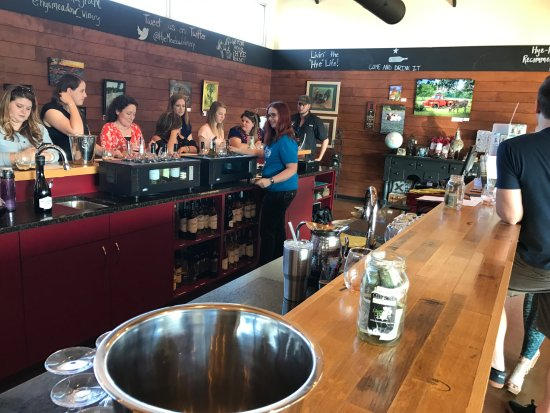 Hye, TX: Inside tasting room.