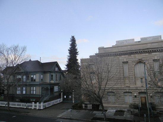 Preservation Park: A la Izquierda una de las casitas del parque, vista desde afuera