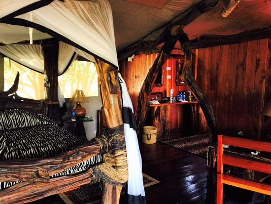Royal Mara Safari Lodge: Bedroom in tent