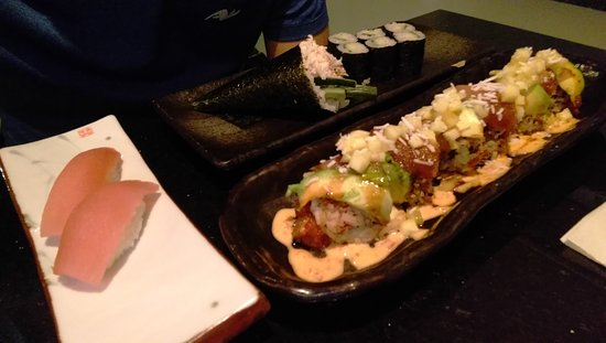 Sherwood Park, Καναδάς: Aloha roll,  white tune nigiri,  kappamaki and hand roll