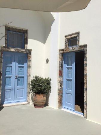 Pantelia Suites: Entrance to rooms