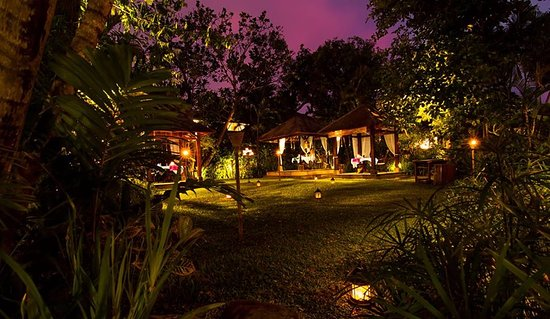 The Pavilions Bali: Garden and Jahe Restaurant