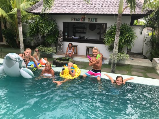 Fraser Baye Villas: The kids in the pool at our sons Birthday party hosted by Fraser Baye