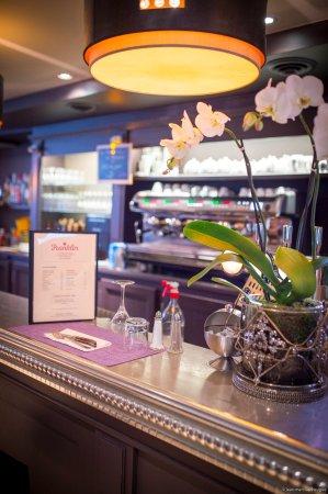 Photo of French Restaurant Le Franklin at 1 Rue Benjamin Franklin, Paris 75016, France