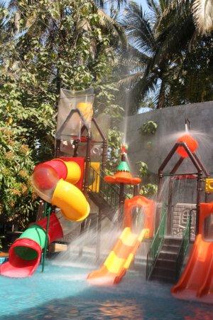 La Pistoche Swimming Pool & Bar : small waterpark for kids
