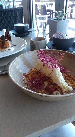 Hahndorf, ออสเตรเลีย: Rhubarb, frozen buttermilk, lavender cream