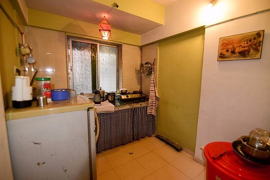 Explore Globe Mumbai Homestay: Kitchen