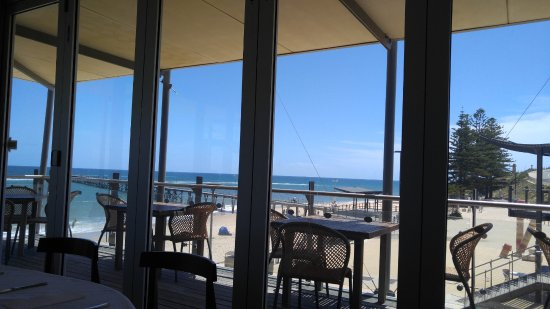Port Noarlunga, Australia: Outdoor seating available