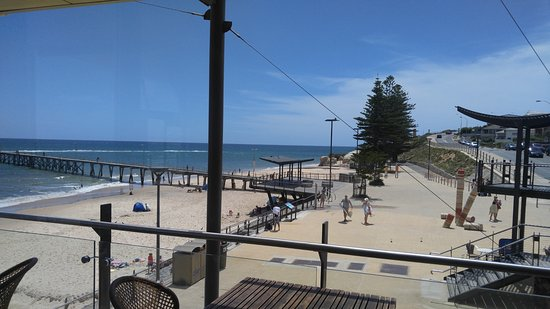 Port Noarlunga, Australia: Good for beach walk after meal