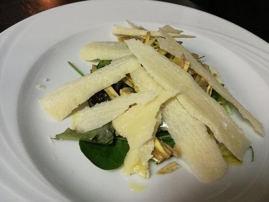 Ortezzano, Italien: insalata di carciofi e grana