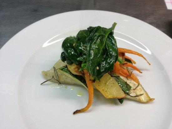 Ortezzano, Italien: baccala'croccante con verdure