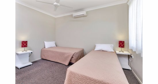 Warwick, أستراليا: 2 Bedroom Apartment - second bedroom with 2 singles + sofa bed in lounge