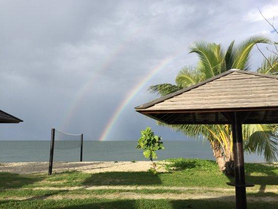 Poindimie, Nueva Caledonia: Belle halte sur la côte ouest ,en bord de plage ,avec belle piscine