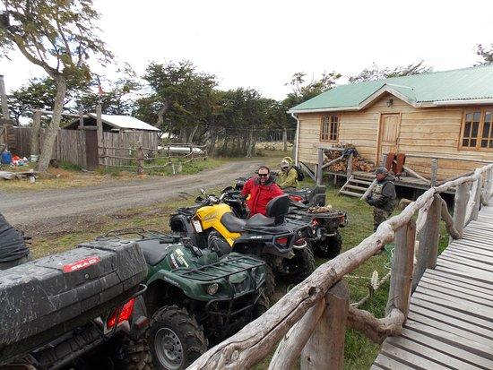 Tierra del Fuego, Chile: Estas son las motos, ultrapreparadas para salir a recorrer los circuitos y la pesca. Super entre