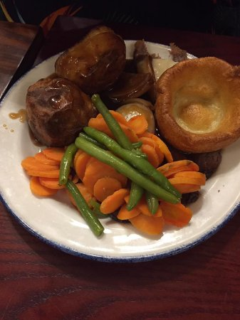 Shepperton, UK: Overdone and cold Roasties