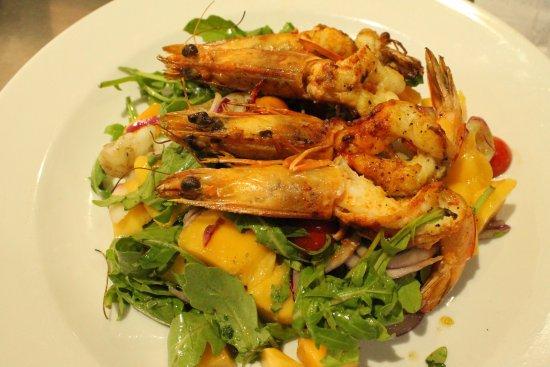 Kingsford, Australia: King Prawn & Mango salad